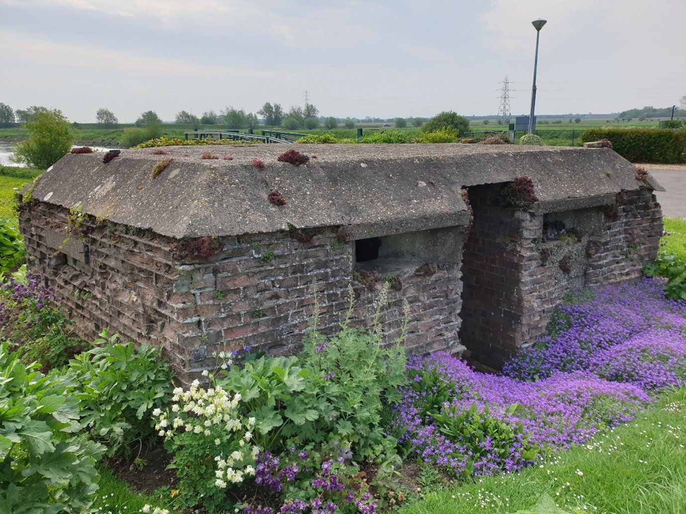 word war 2 ww2 pillbox river Nene Peterborough Cambridgeshire